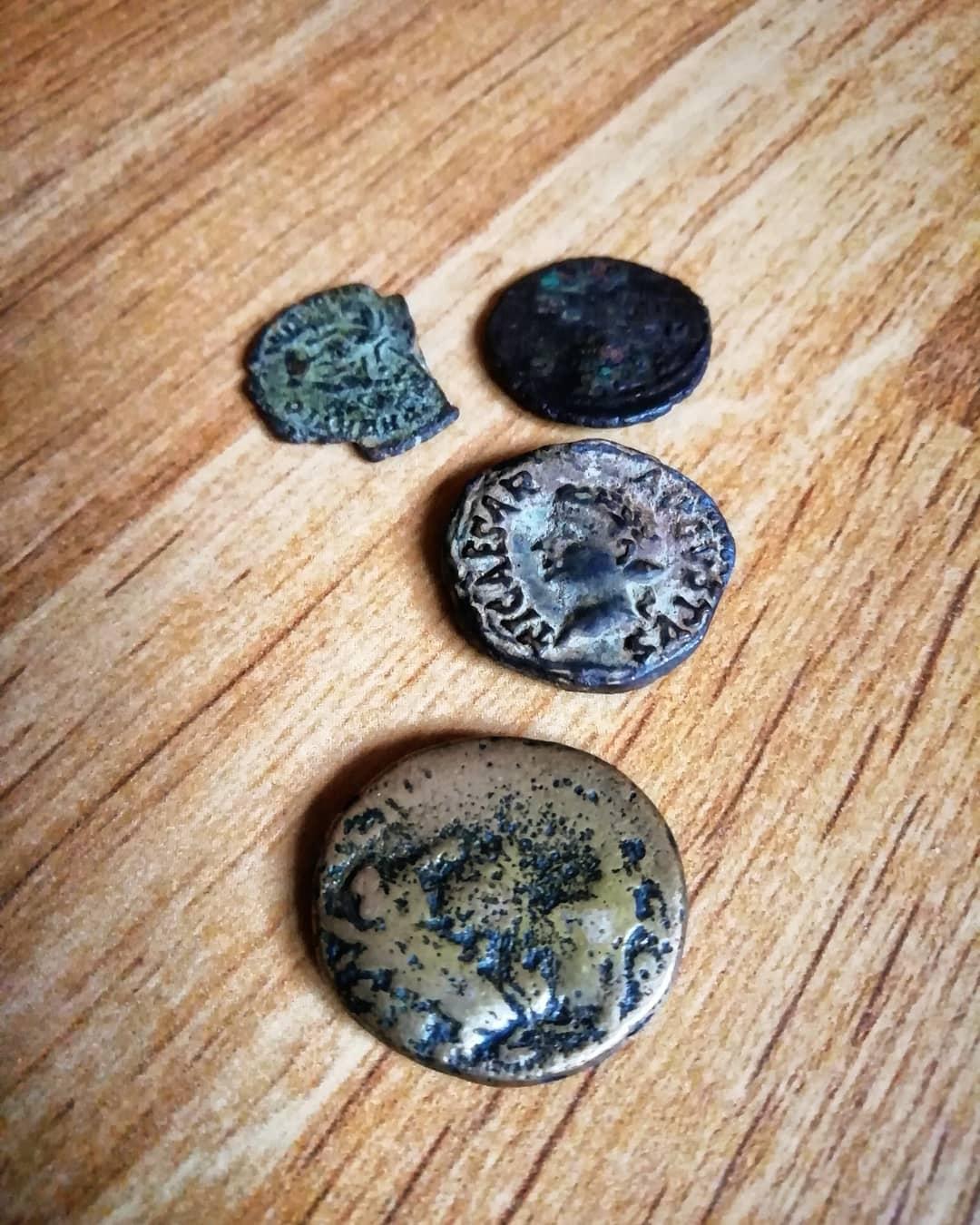 Una de libros y unos objetos. Los astures y el ejército: Militares y civiles en época romana.