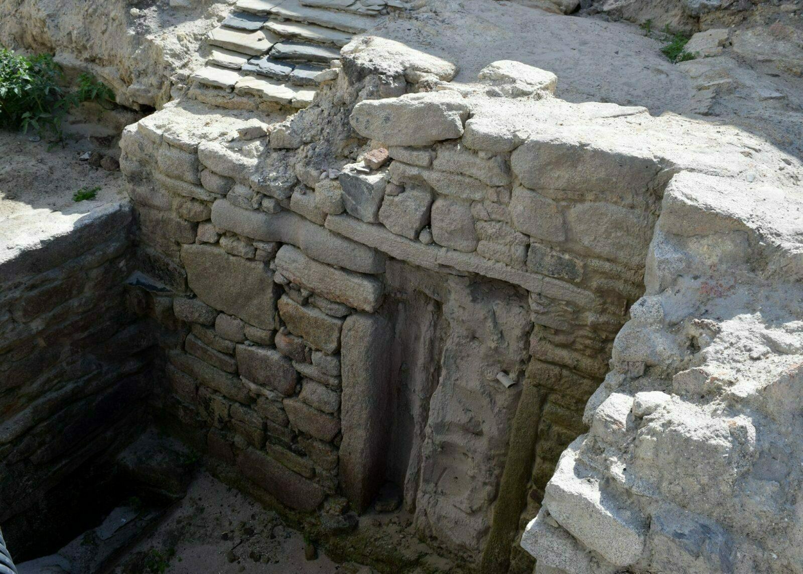 La sauna castreña descubierta en San Cibrao será tapada de nuevo para acabar las obras de saneamiento