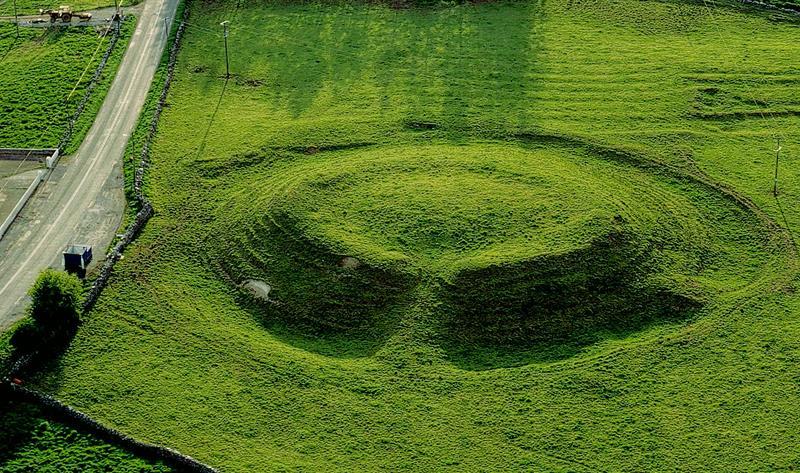 Así era Cruachan, la capital del reino de Connaught en Irlanda. Un monumento megalítico