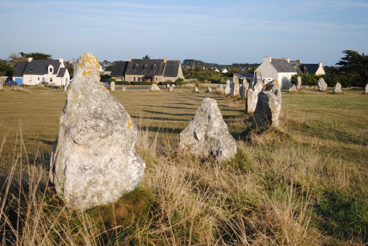 Alineamientos de menhires de Lagatjar. Bretaña. Foto Céltica
