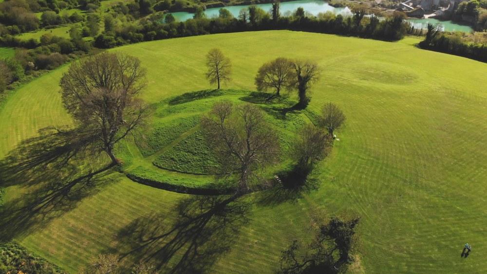 Navan Fort. Foto :https://www.airchaeology.org/