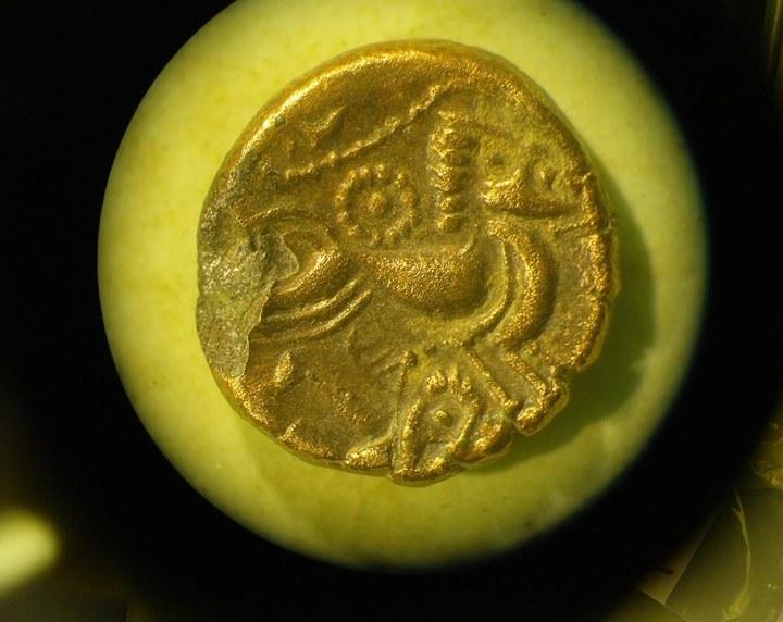 En detalle: El tesoro de Grouville: 69.347 monedas celtas en la  isla de Jersey