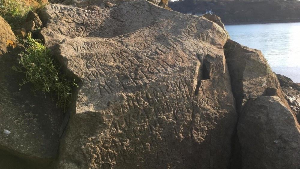 La misteriosa inscripción de Bretaña ha sido descifrada después de 200 años. Estaba escrita en bretón y galés