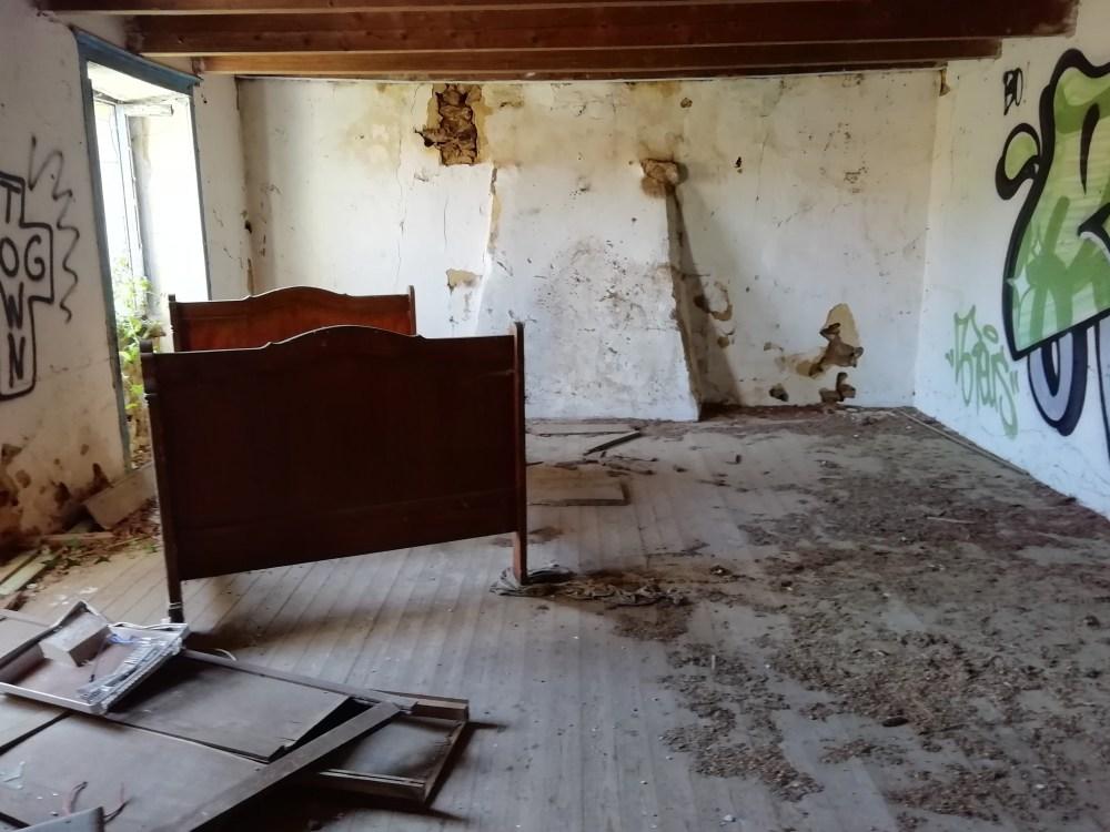 Fotografiando el interior de una granja bretona abandonada