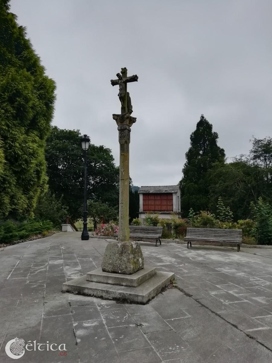Bretoña, una vieja abadía céltica, leyendas, y un pueblo sobre un castro